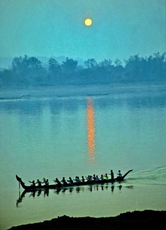 """Morning Row"" - Thailand"